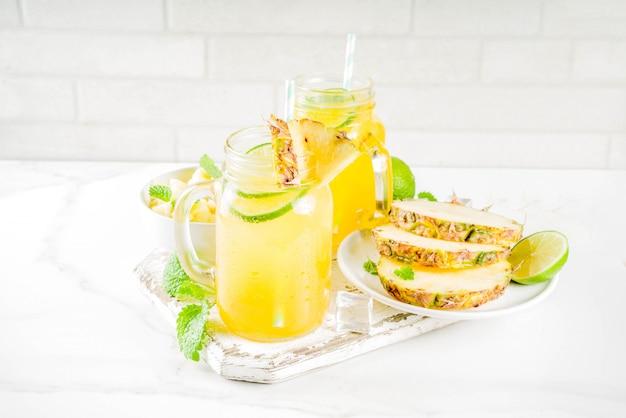 Коктейль мохито с холодным ананасом