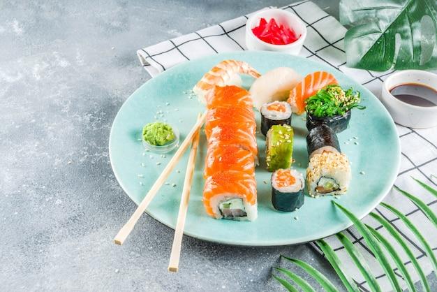Разные суши смешанные