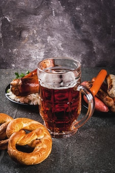 伝統的なオクトーバードイツ料理の選択