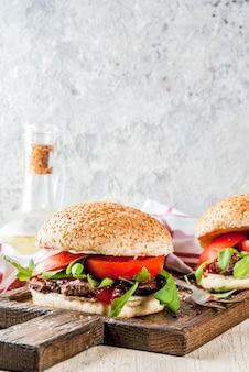 Домашний барбекю из говядины с мясом и овощами