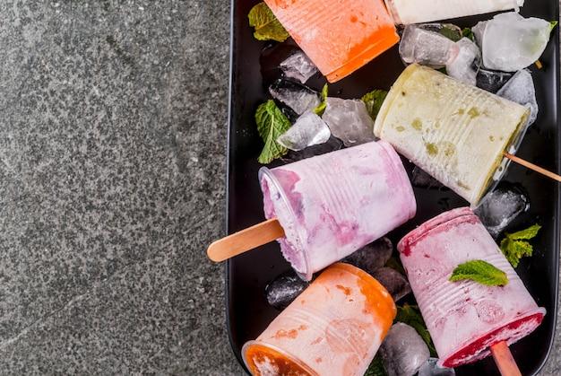 Соки и фруктовое мороженое смузи