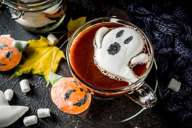 Смешной хэллоуин горячий шоколад
