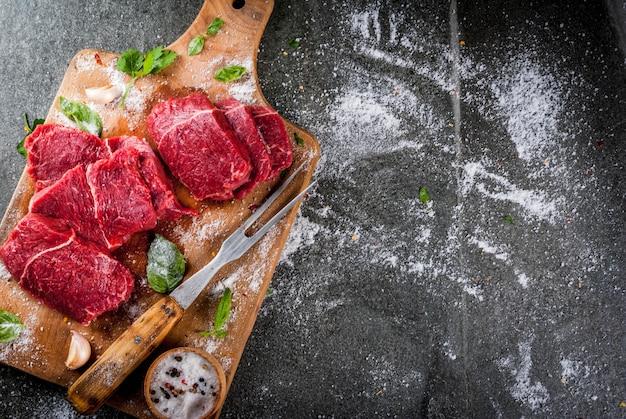 お肉。牛肉、仔牛。新鮮な生テンダーロイン、骨のない部分