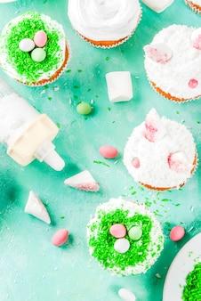 バニーの耳を持つイースターカップケーキを作る要素