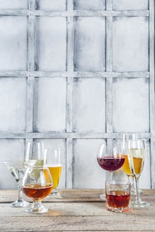 さまざまなアルコール飲料の選択