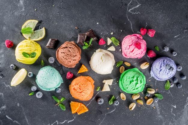 ワッフルコーンとカラフルなパステルアイスクリーム