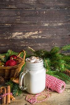 Рождественский молочный коктейль на травяной банке