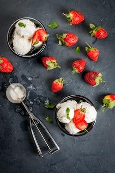 イチゴとミントのバニラアイスクリーム