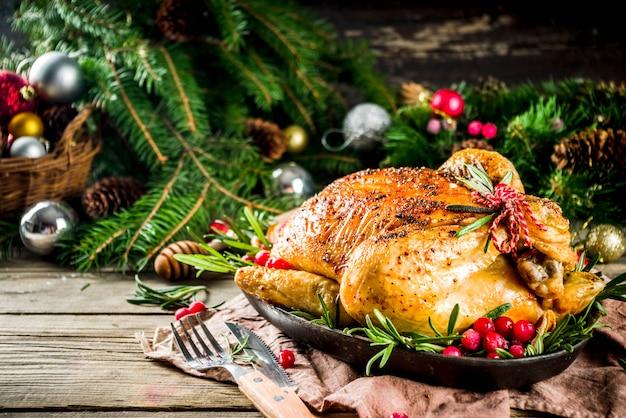 クリスマスの装飾とロースト鶏