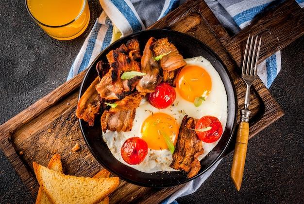 伝統的な自家製イングリッシュアメリカンの朝食