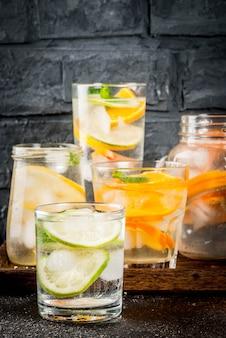 Летние полезные коктейли, набор различных цитрусовых вод, лимонадов или мохито