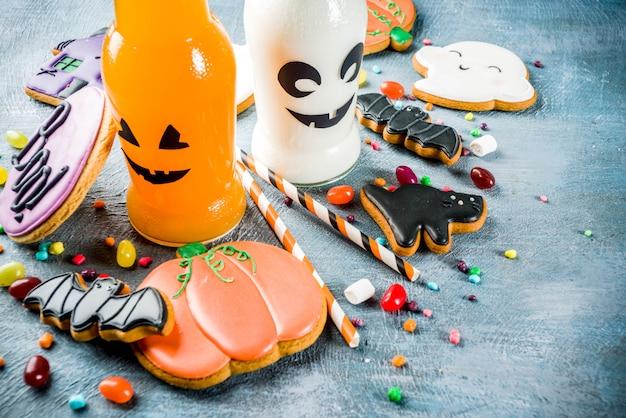 Еда на хэллоуин, коробка школьных обедов с бутылкой тыквенного напитка
