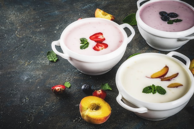 Различные сладкие сливочно-фруктовые и ягодные супы
