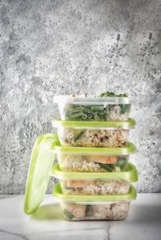 食品管理、食事概念、オルソリシス。健康的なバランスの取れた食事、仕事のための自家製ランチ