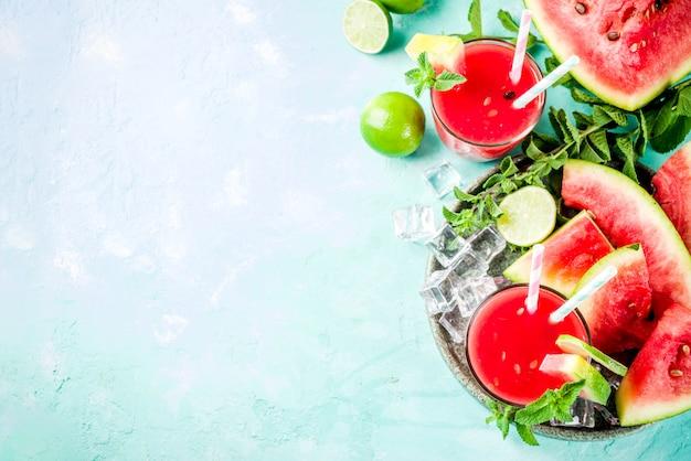 フルーティーな夏の冷たい飲み物、自家製スイカジュースまたはスムージー
