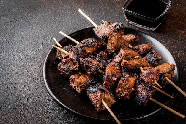 Жареная говяжья печень на шпажках, с терияки или соевым соусом, якитори