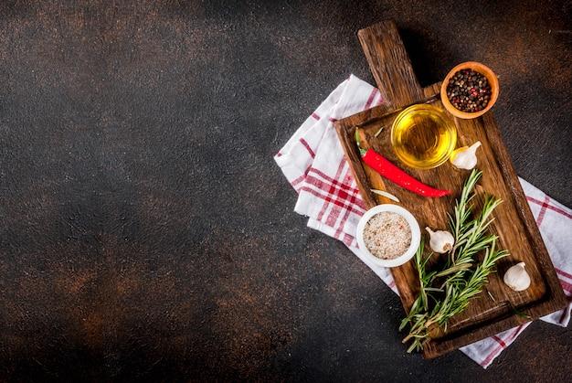 料理の背景、ハーブ、塩、スパイス、オリーブオイル