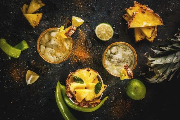 メキシコの飲み物、パイナップルとハラペーニョのスパイシーなマルガリータカクテル