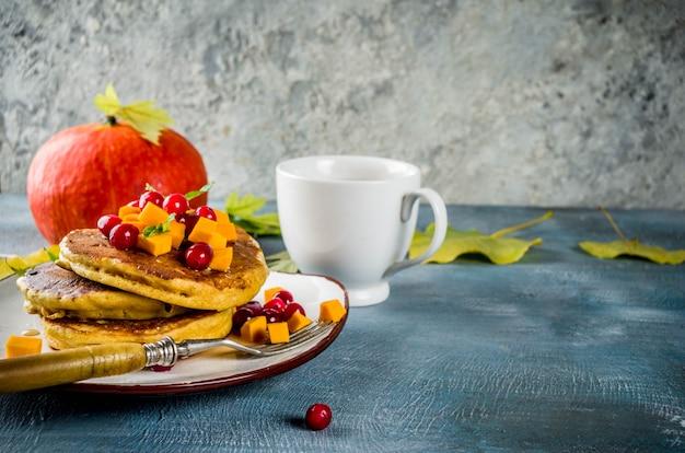 Осенние тыквенные блины с чаем