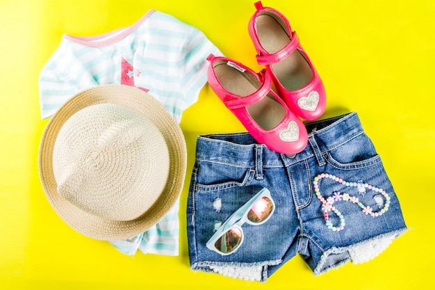 夏の休暇の概念、夏の子供の布セット