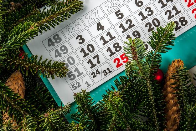 Рождественский и новогодний подарок фон с елкой