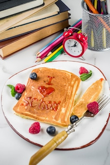 学校のコンセプトに戻る、朝食のパンケーキ