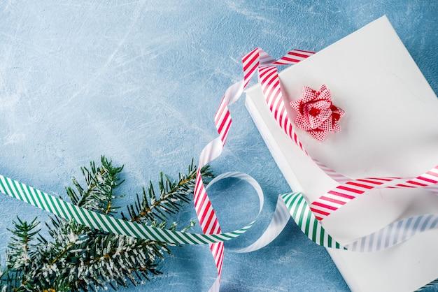 お祝いリボン付きクリスマスプレゼント