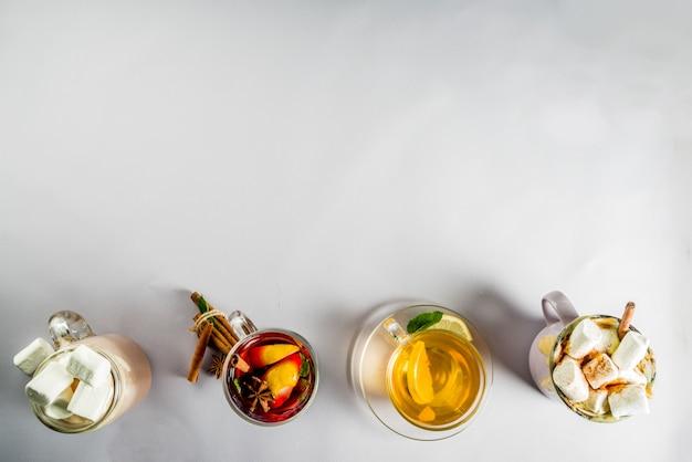 冬秋の伝統的な飲み物-カボチャラテ、ホットチョコレート、レモンティー、グリューワイン