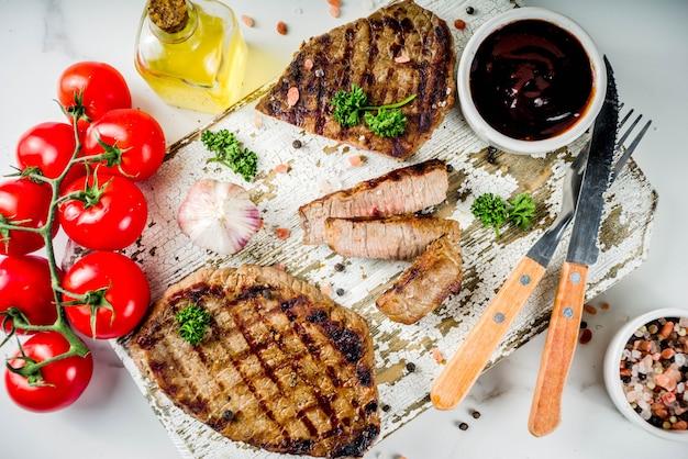 Мясо на гриле, стейк из говядины