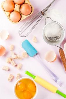 ベーキングを調理するための材料と道具