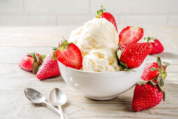 Клубничное ванильное мороженое
