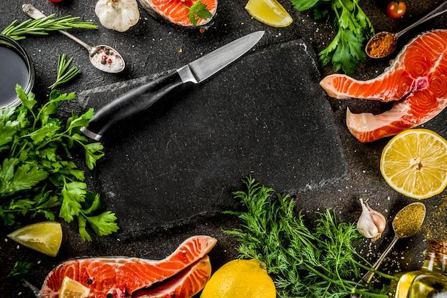 Сырые стейки из лососевой рыбы