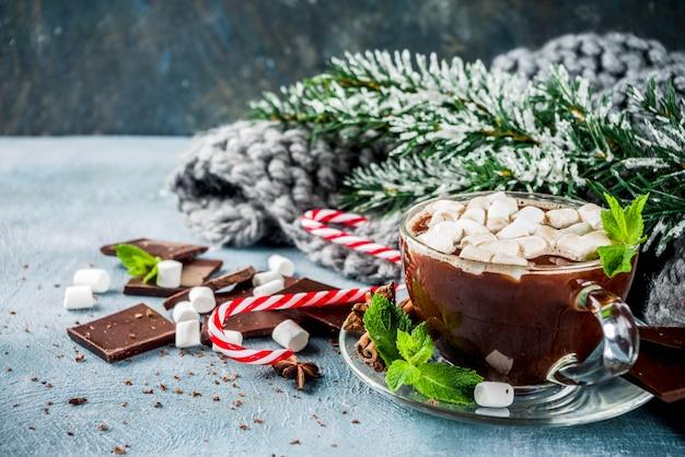 Домашний горячий шоколад с мятой, конфетой и зефиром
