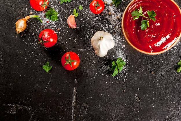 トマトソースまたはケチャップと材料