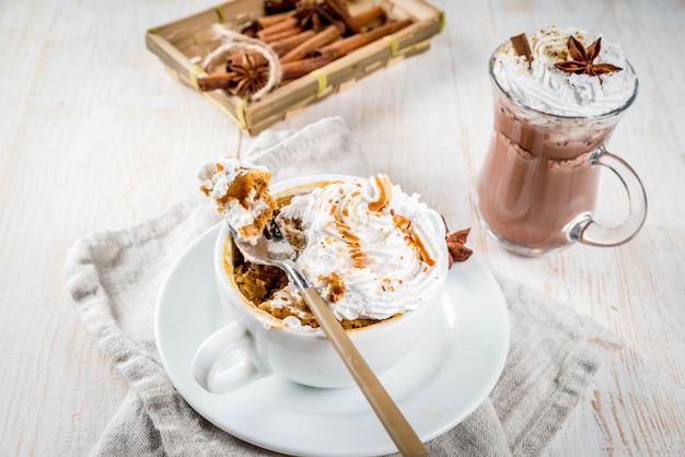 カボチャ、ファーストフード、電子レンジの食事のレシピ
