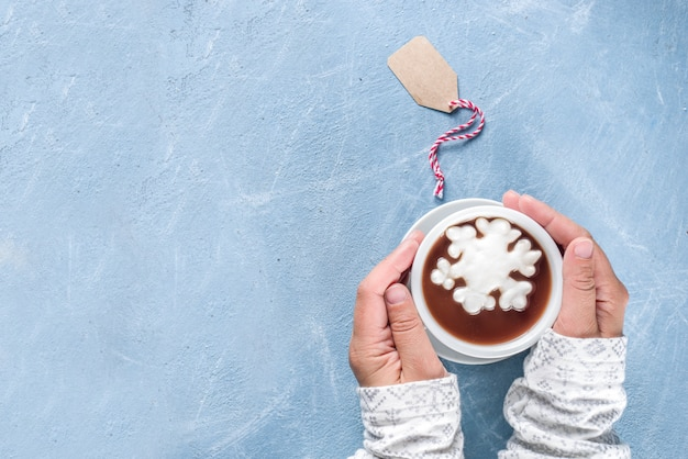 Горячий шоколад с зефиром снежинки