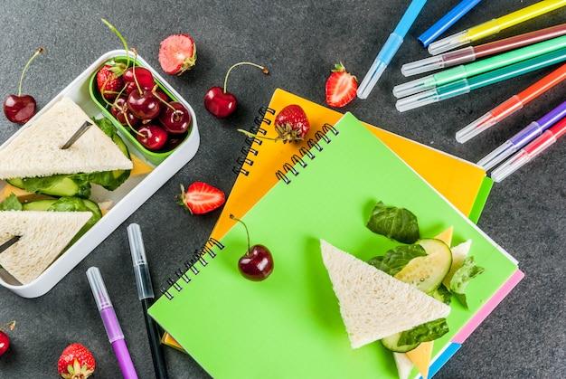 Обратно в школу. сытный здоровый школьный обед в коробке