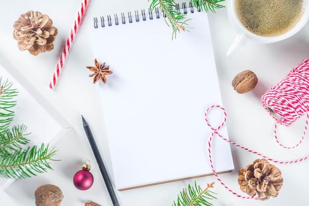 空のメモ帳でクリスマスと新年の背景