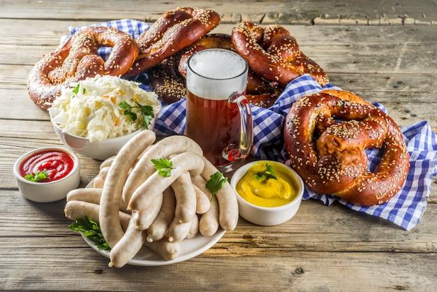 オクトーバーフェストの食べ物とビール