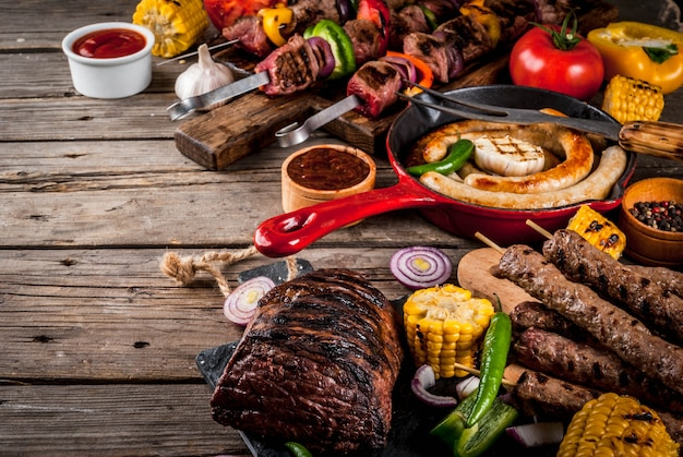 Ассортимент различных барбекю гриль мясо барбекю вечеринка фест