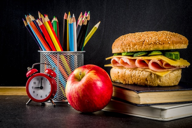 健康的な学校の食べ物のコンセプト