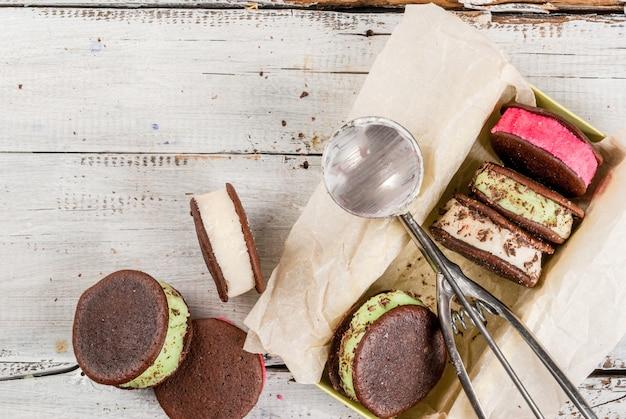 フーピーパイクッキーとアイスクリームサンドイッチ
