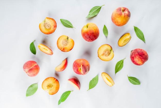 新鮮な有機桃
