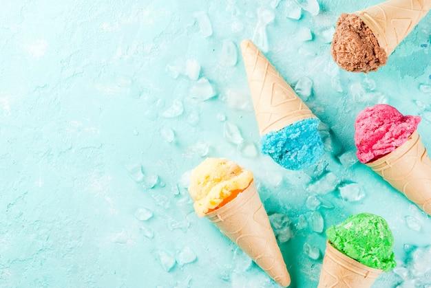 Набор различного яркого мороженого