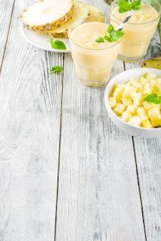 自家製パイナップルのスムージー