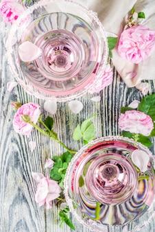 Коктейль из розовых роз рис