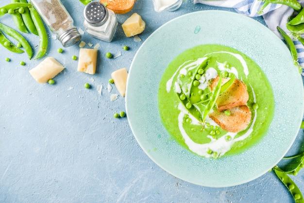 Домашний суп из зеленого горошка