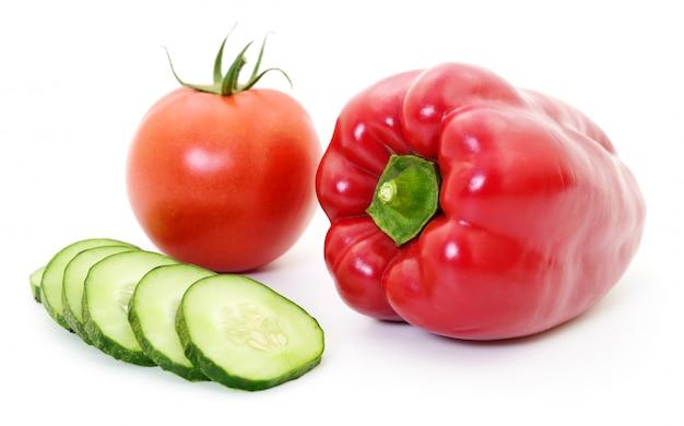 キュウリ、トマト、コショウ。
