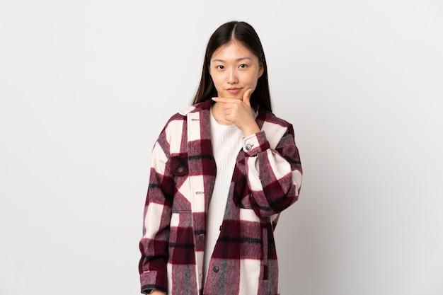 Молодая китаянка на белом фоне
