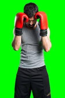 Спортмен с боксерскими перчатками